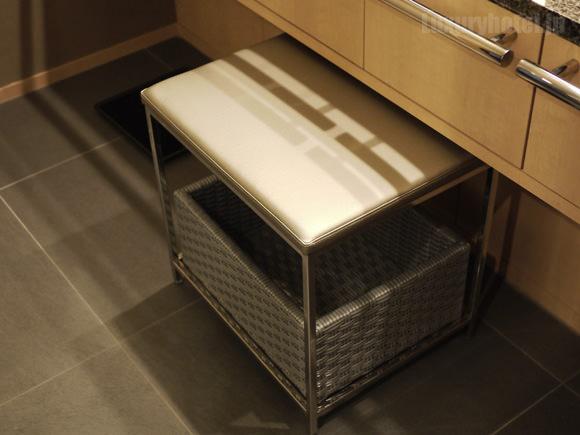 ザ・キャピトルホテル 東急洗面所椅子画像
