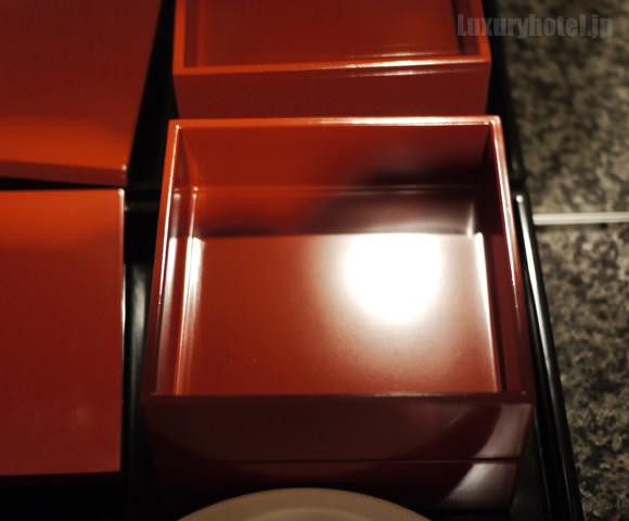 赤い重箱が空の画像