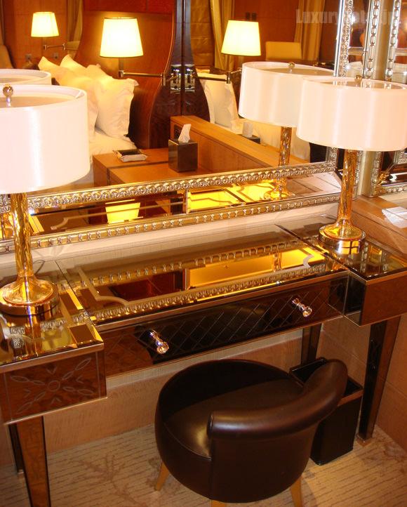 シャングリ・ラホテル東京鏡台画像