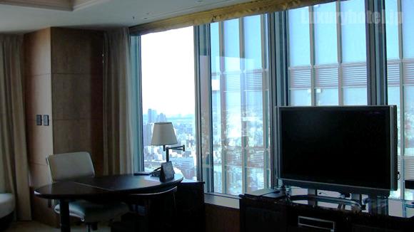 シャングリ・ラホテル東京プレミアルーム片方の窓