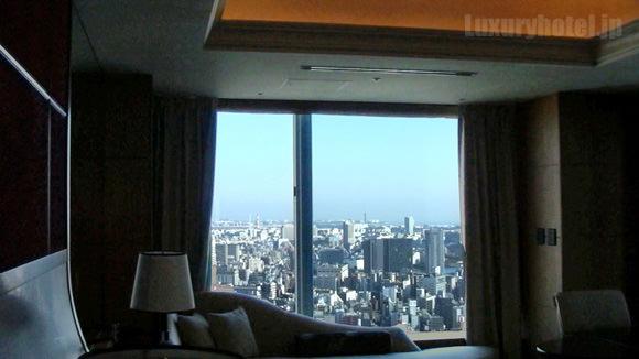 シャングリ・ラホテル東京プレミアルーム 景色のいい方の窓