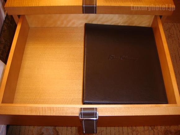 シャングリ・ラ ホテル 東京キャビネットの中の画像1