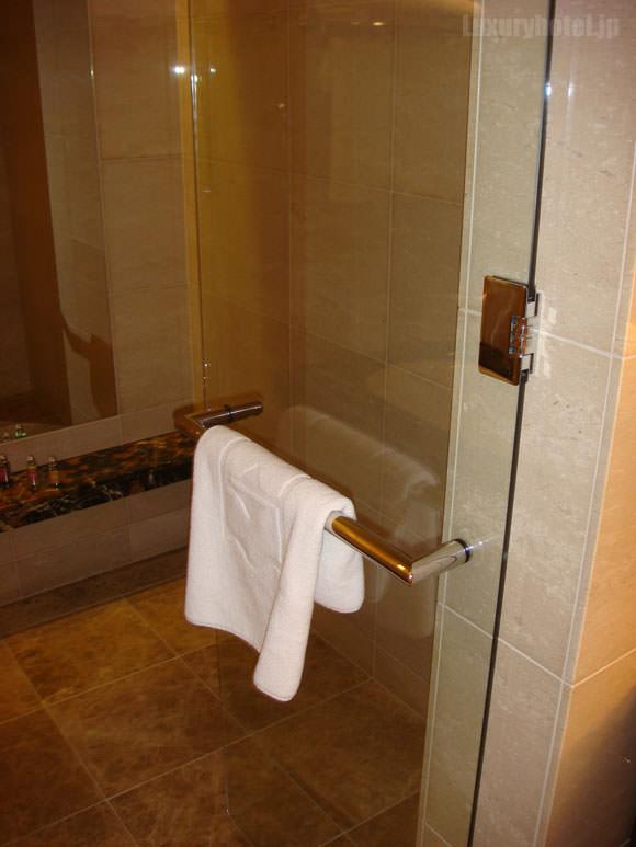 シャングリ・ラ ホテル 東京バスルームドア