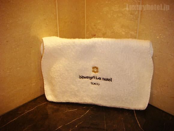 シャングリ・ラ ホテル 東京バスピロー画像