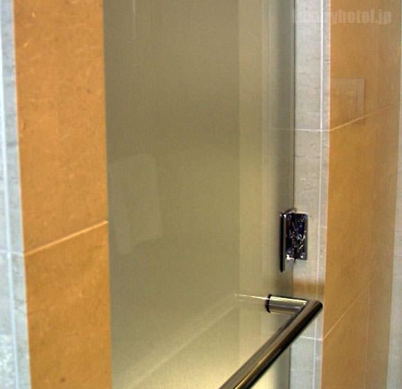 シャングリ・ラ ホテル 東京 トイレドア画像