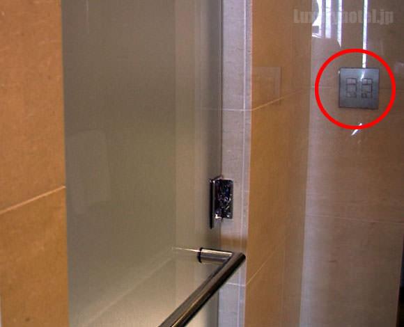 シャングリ・ラ ホテル 東京 バスルームブラインド操作パネルの場所画像