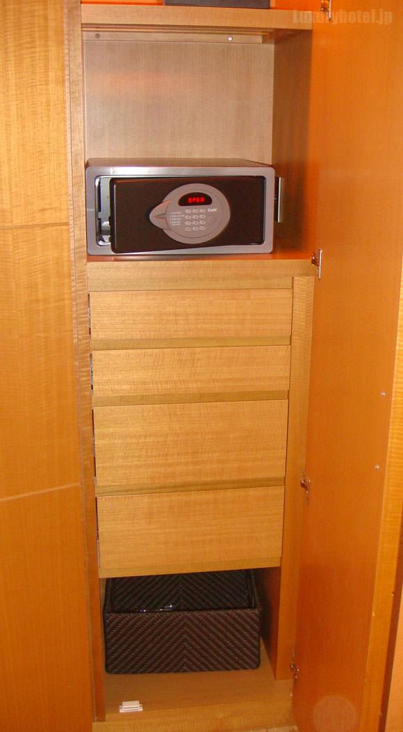 シャングリ・ラ ホテル 東京 クローゼット右側画像