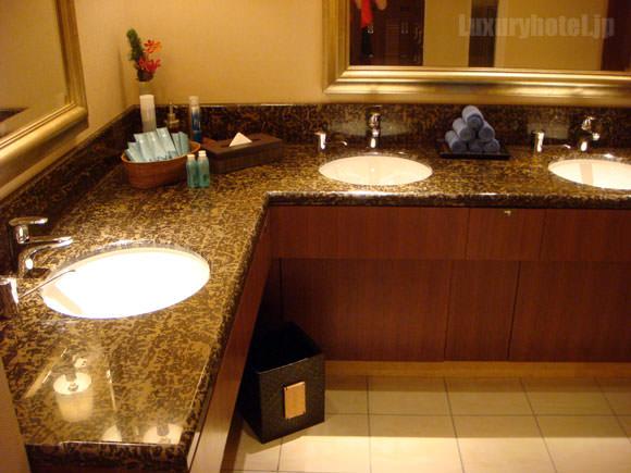 シャングリ・ラ ホテル 東京フィットネス更衣室 洗面所画像