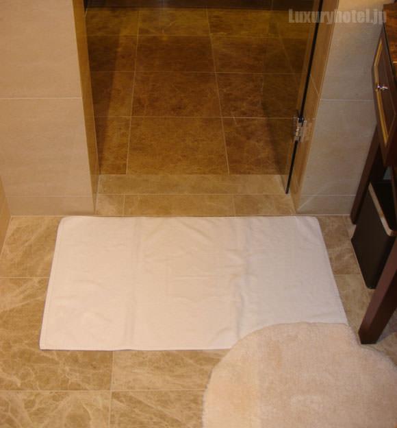 シャングリ・ラ ホテル 東京 ターンダウン バスルーム画像1