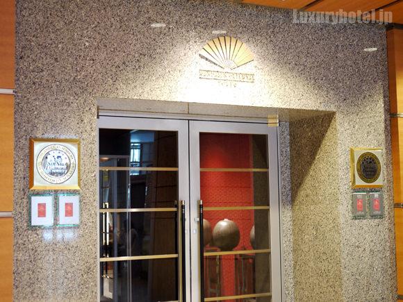 ホテル入り口ドア