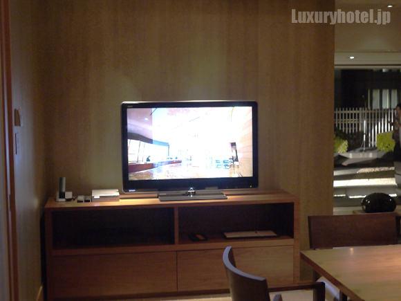 ラウンジの会議室テレビ