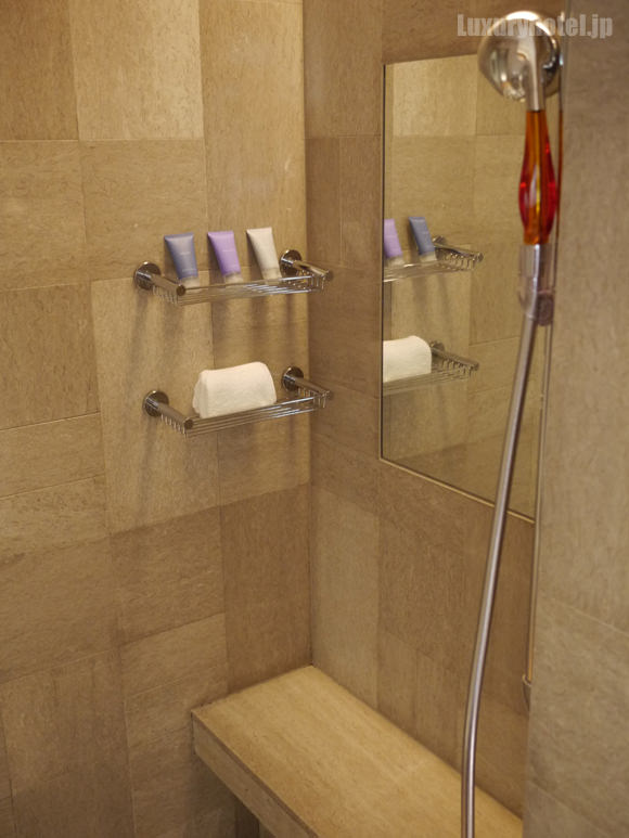 シャワーブース中