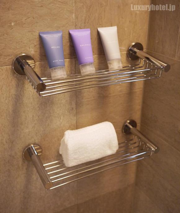 シャワーブースのシャンプー棚