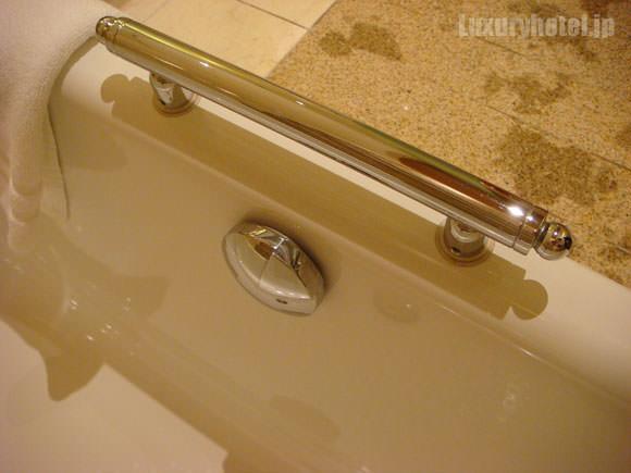 風呂の排水つまみ