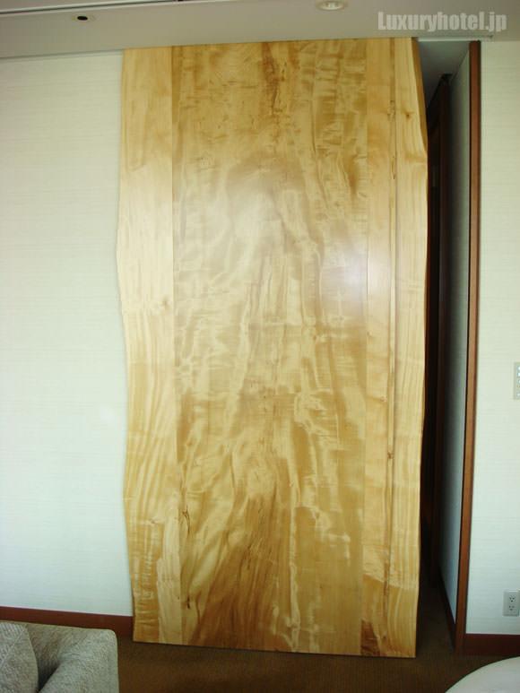 トチの木の扉