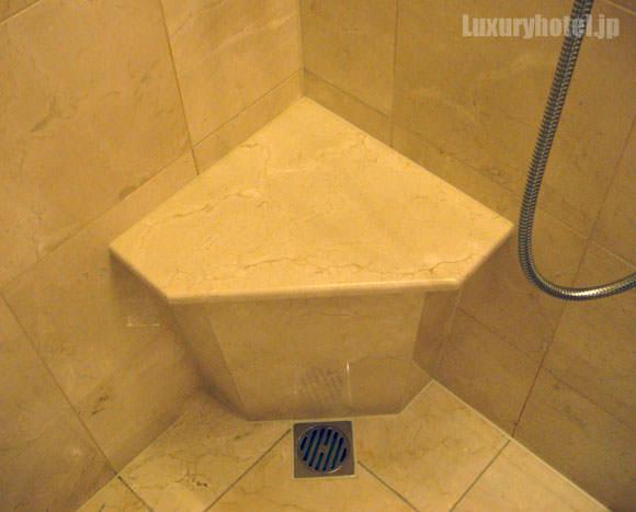 シャワーブースの台座