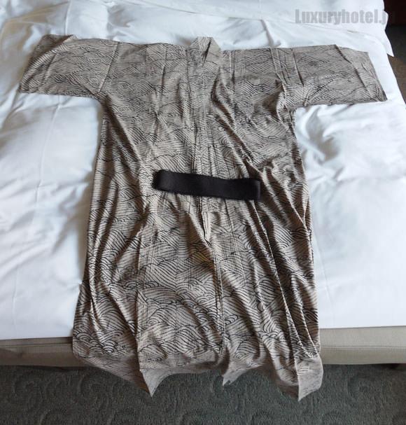 浴衣を広げた