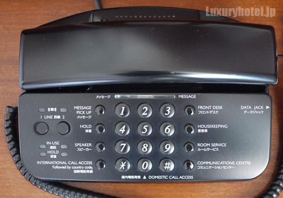ベッドサイドの電話機