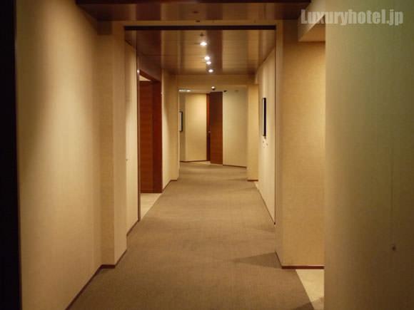 ホテル内の通路