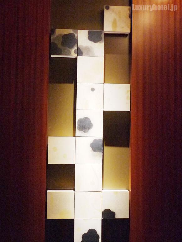 エレベーター内のアート