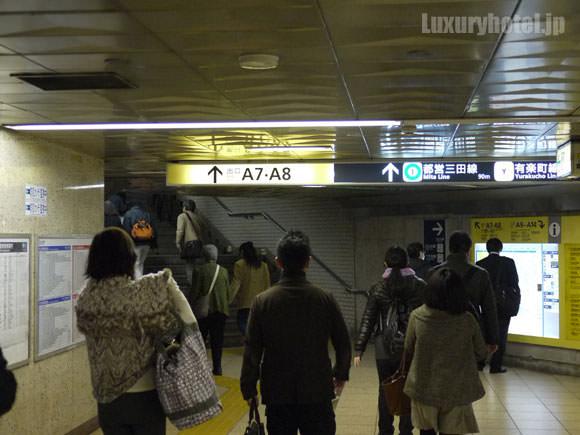 東京メトロ日比谷線の日比谷駅改札を左に向かう