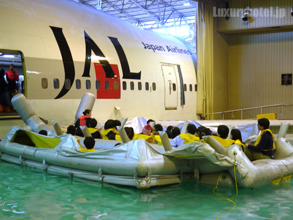 ボートで避難