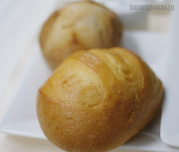 メゾンカイザーのパン。ウマウマ。
