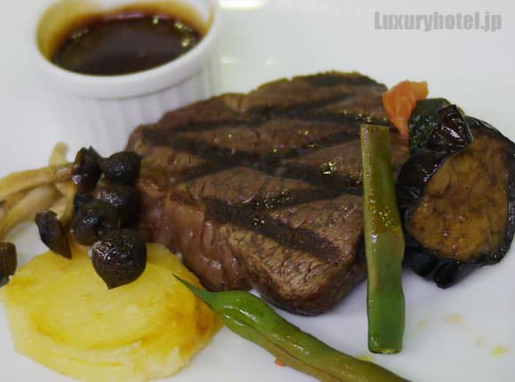 特選A3和牛フィレ肉のグリル 粒マスタードソース