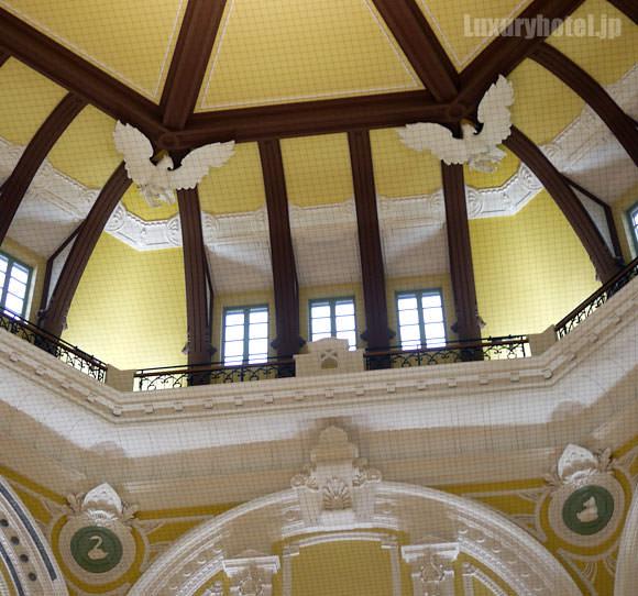 丸の内南口 天井のレリーフ
