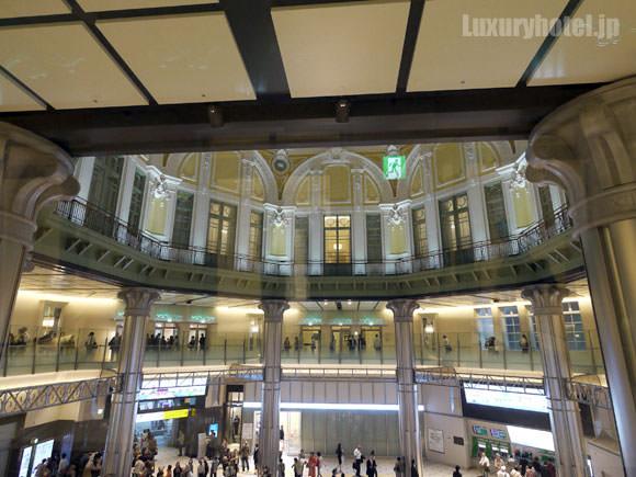 東京ステーションホテル 2階からドーム天井を見上げる