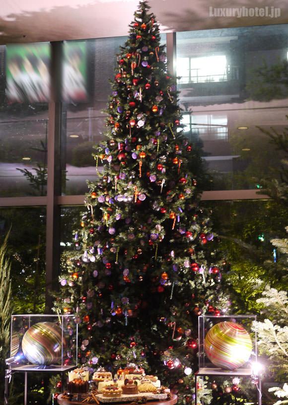 グランド ハイアット 東京 ライトアップされたツリー
