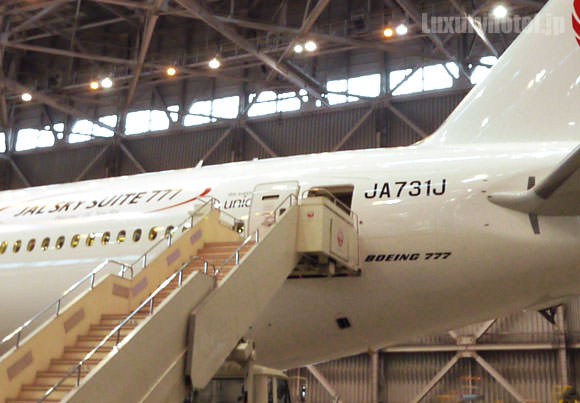 JAL 777新シート体験会 機体画像 搭乗口タラップ