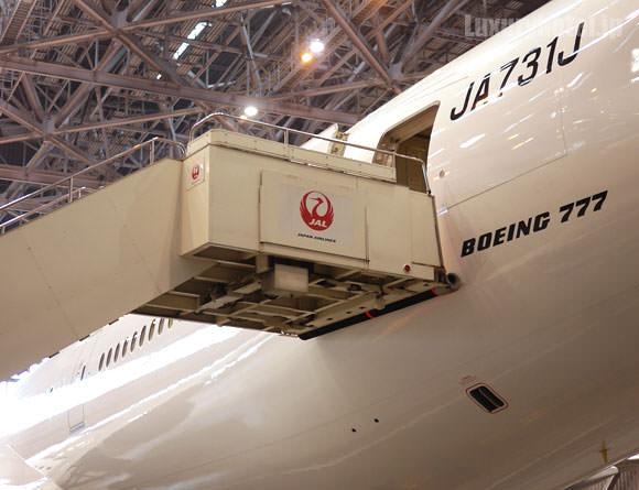 JAL 777新シート体験会 タラップ