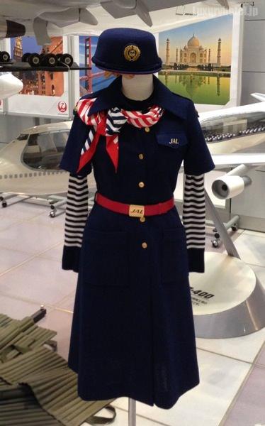 JAL M1ビル CAの制服
