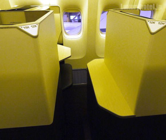 JAL 777新シート ビジネスクラス 通路が狭い