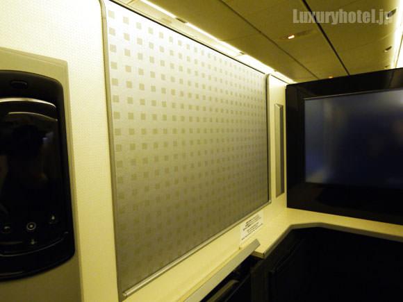 JAL 777新シート ビジネスクラス 仕切り