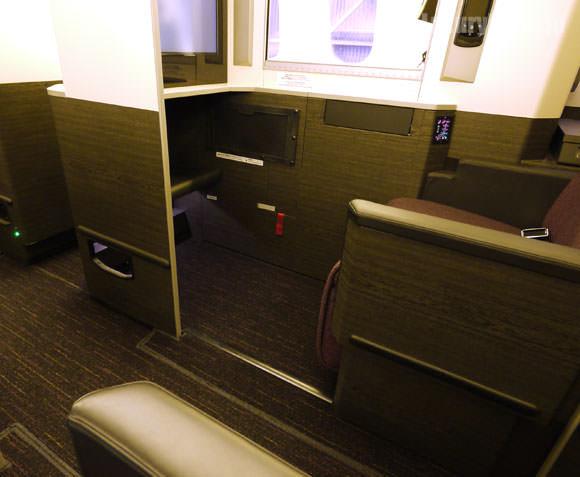 JAL 777新シート ビジネスクラス 個室ボックス