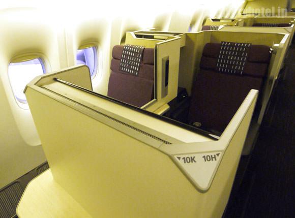 JAL 777新シート ビジネスクラス 窓際は2列