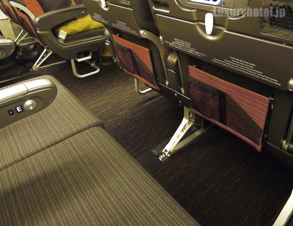 JAL 777新シート体験会 エコノミークラス 前席との間隔
