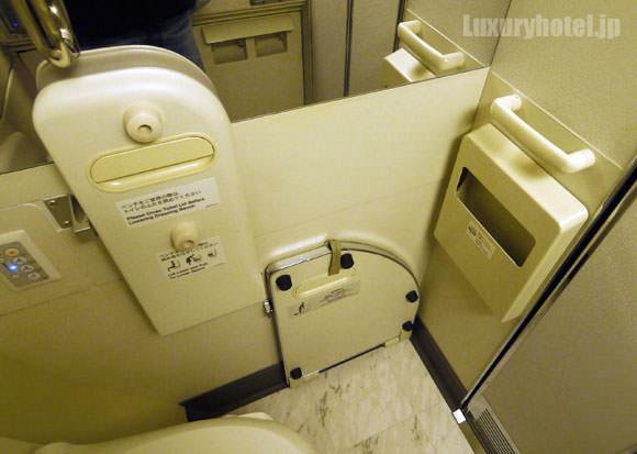 JAL 777 ファーストクラス トイレ内部