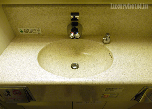 JAL 777 ファーストクラス トイレ 洗面台