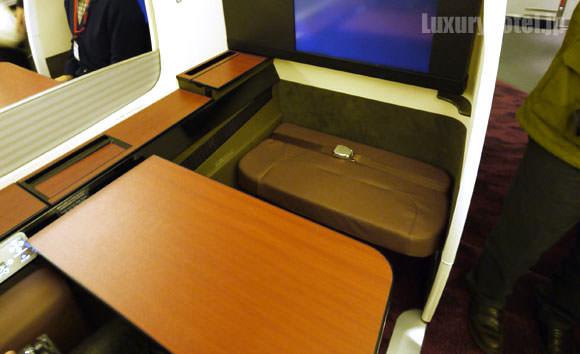 JAL 777 ファーストクラス テーブル