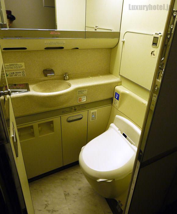 JAL 777 プレミアムエコノミー トイレ