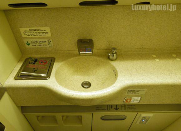 JAL 777 プレミアムエコノミー トイレ 洗面台