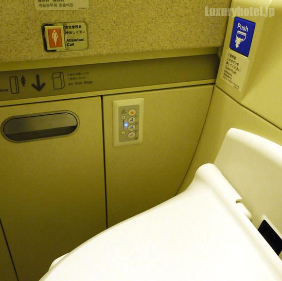 JAL 777 プレミアムエコノミー トイレ ウォッシュレット