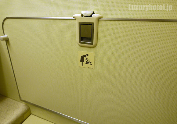 JAL 777 プレミアムエコノミー トイレ ベビー台