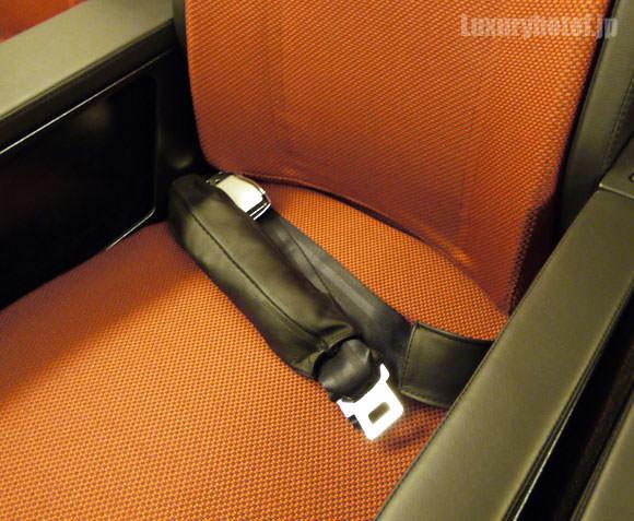 JAL プレミアムエコノミー 新シート エアバッグ付きシートベルト
