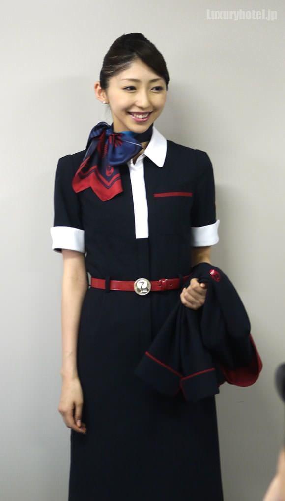 JAL キャビンアテンダント 新制服ワンピース全身