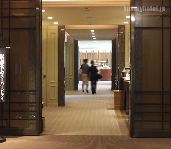 帝国ホテル アクア入り口通路