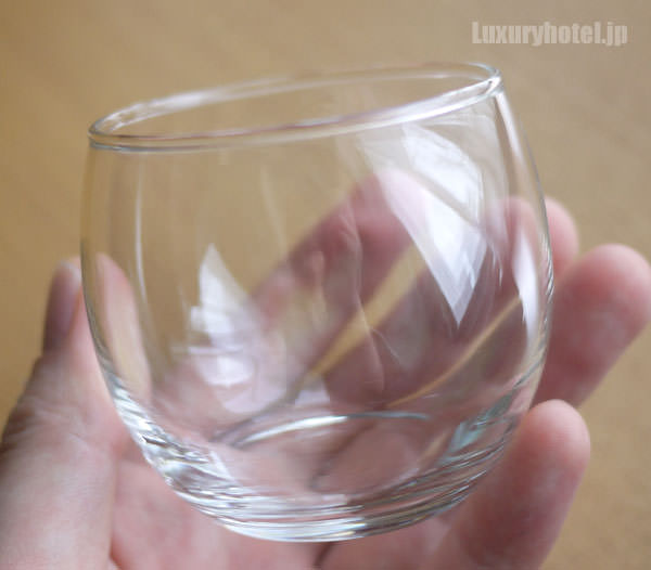 ガラスの器を手に持ってみた